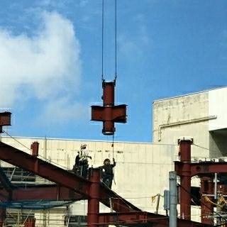 ただ吊るせばいいというものではない。日本の玉掛け技術の結晶が、この一つの作業に詰まっている。