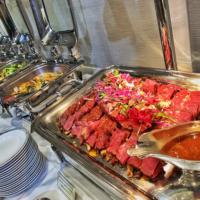 お食事は豪華絢爛にビュッフェ形式で頂きました。一流シェフのお食事に舌鼓でした。